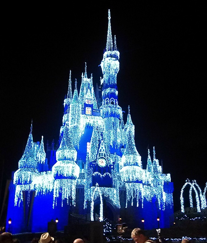 Magic Kingdom: Cinderella Castle Christmas